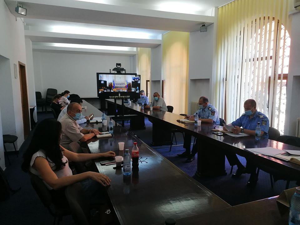 Medicii Cătălin Bunghez și Janina Lazăr, prezenți la videoconferința de bilanț a acțiunilor de control organizată la Prefectura Vrancea post thumbnail