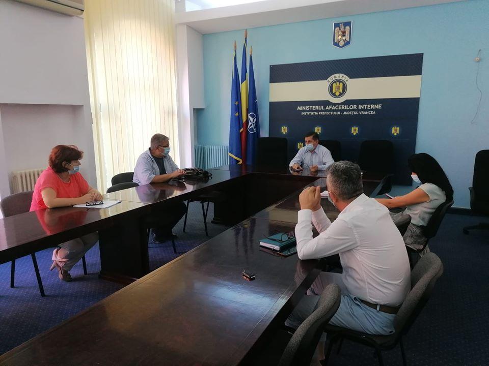Conducerea DSP Vrancea, la o întâlnire cu inspectorii generali pe tema începutului de an școlar post thumbnail