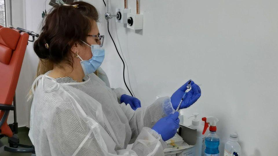 Două centre de vaccinare din Vrancea fac imunizări și fără programare post thumbnail