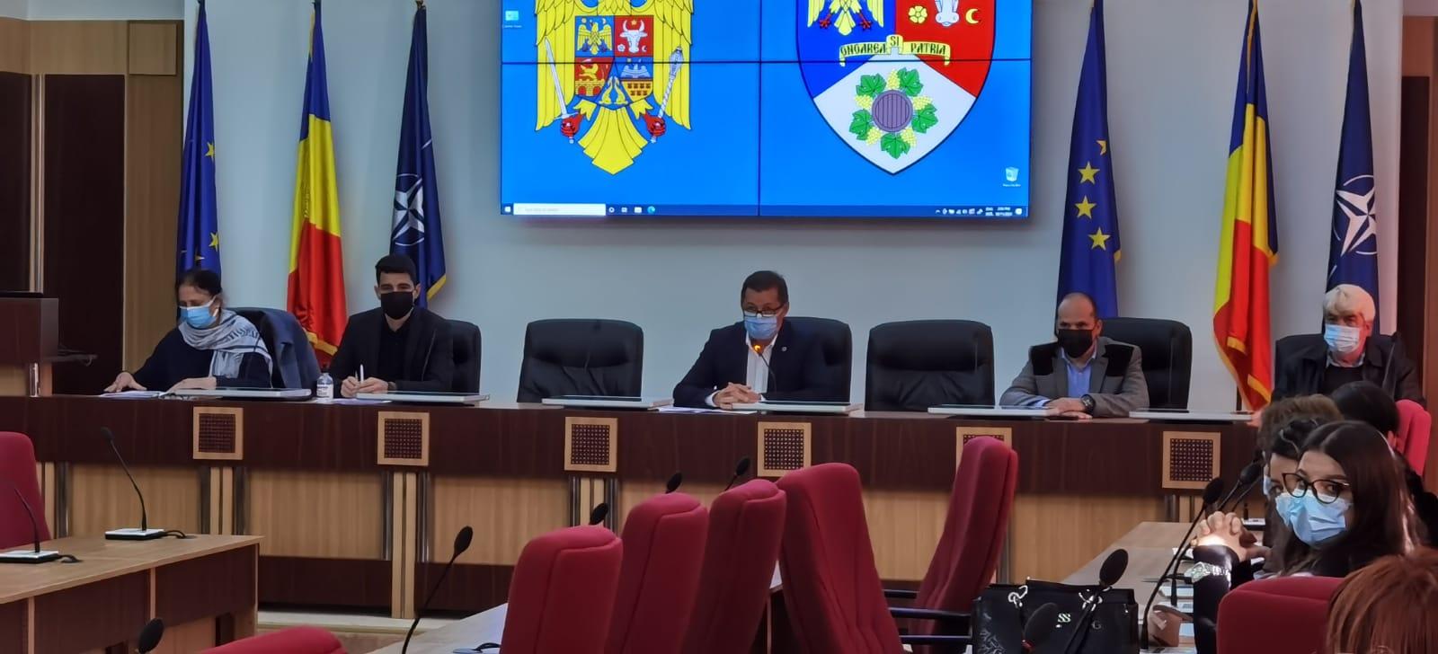 DSP Vrancea, într-o ședință de mediatizare a campaniei de vaccinare cu asistenți sociali, comunitari și mediatori școlari post thumbnail